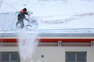 When Is Snow Removal Necessary? Roof Replacement